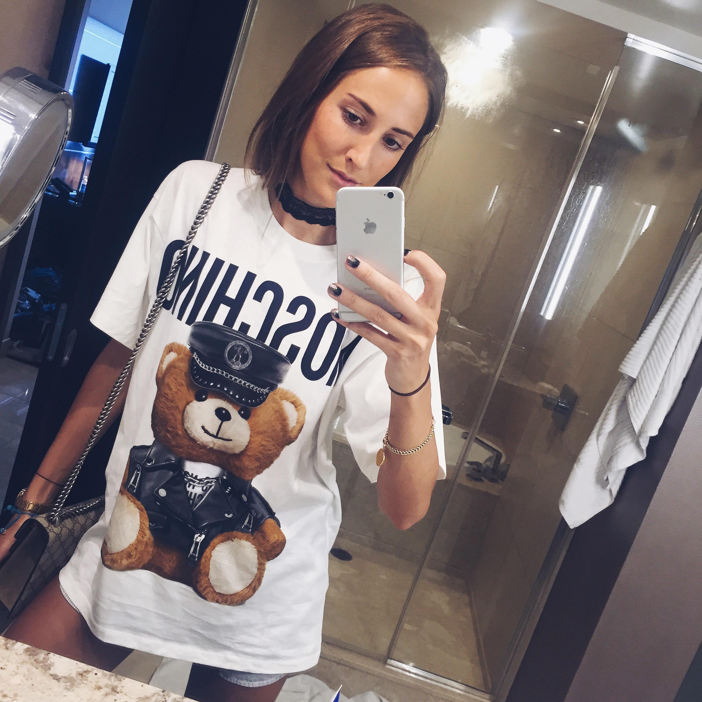 linda_tsetis_worlds_affair_style_moschino_t-shirt_selfie